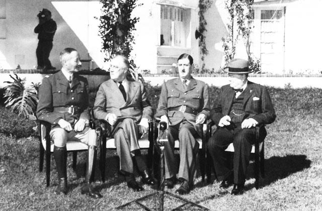 Da destra: Winston Churchill, Charles De Gaulle, Franklin Roosevelt, George Marshall