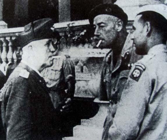 Il generale americano Maxwell Taylor, al centro, col maresciallo Badoglio.