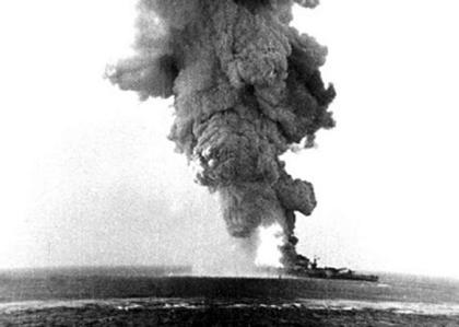 La corazzata Roma in fiamme