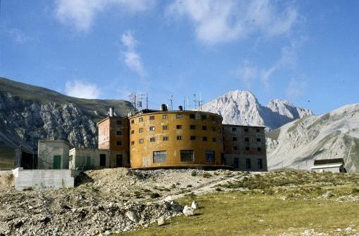 L'albergo di Campo Imperatore dove Mussolini è rimasto prigioniero dal 2 al 12 settembre