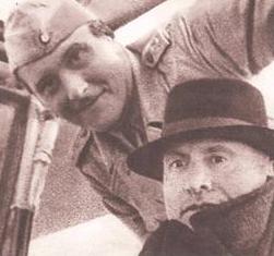 La foto ufficiale fatta a Campo Imperatore e distribuita dalle autorità militari tedesche mostra Benito Mussolini insieme a quello che viene indicato come il suo 'liberatore', cioè il capitano delle 'SS' Otto Skorzeny.