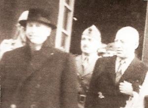 Ecco una foto di Giuseppe Gueli; è accanto a Mussolini, all'uscita dall'albergo di Campo Imperatore; dietro, il generale Soleti. La foto, insieme a moltissime altre sulla vicenda del Gran Sasso, ci è stata inviata da Fabrizio Girolami