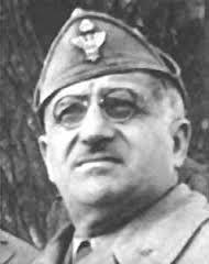 Ugo Cavallero: Capo di Stato maggiore generale nel 1940 al posto di Badoglio dimissionario; maresciallo d'Italia nel 1942 per ragioni di opportunità nei confronti di Rommel, nominamente alle sue dipendenze; rimosso dall'incarico nel 1943; arrestato da Badoglio dopo il 25 luglio; liberato per intervento del re e poi di nuovo arrestato