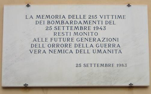 La lapide posta in Via Mannelli a ricordo del bombardamento del 25 settembre 1943