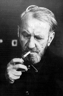 Herbert Kappler, nato a Stoccarda nel 1907, capo del Servizio di sicurezza tedesco a Roma dal 1939; nel 1944 capo della Gestapo; responsabile del massacro delle Fosse Ardeatine; processato nel 1947 da un tribunale militare italiano e condannato all'ergastolo; detenuto a Gaeta e poi nell'ospedale militare del Celio; da qui fuggito con la connivenza di molti nel 1977; morto a Soltau in Germania nel 1978